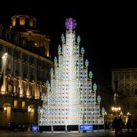 L'albero di Natale dello scorso anno in piazza castello