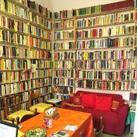La Biblioteca di condominio a Milano (foto di Martya)
