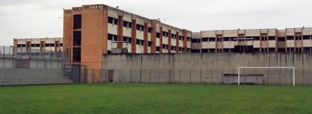 Il campo da calcio del carcere Lorusso Cutugno di Torino