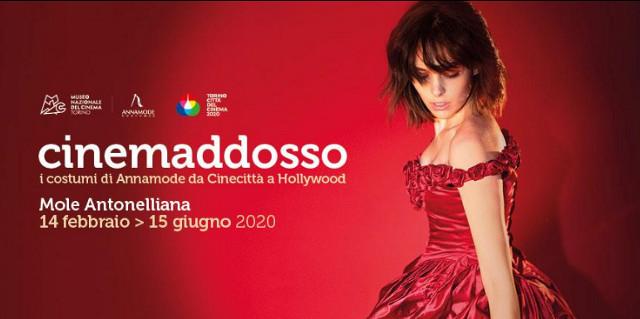San Valentino Locandina mostra Cinemaddosso, modella con vestito da sera rosso