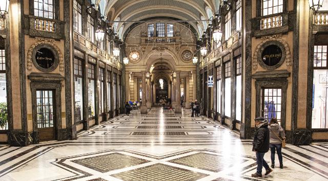 Galleria coperta di negozi in stile art nouveau - Galleria San Federico, fu uno dei set di Profondo Rosso