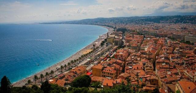 Veduta di Nizza dall'alto, prospettiva dal golfo