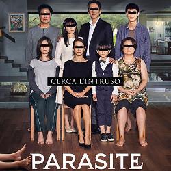 8 persone in posa per foto di famiglia - Locandina Parasite