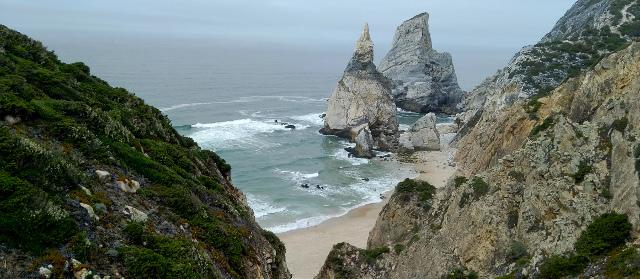 Praia da Ursa - veduta spiaggia e faraglioni