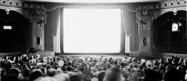 Pubblico in un vecchio cinema
